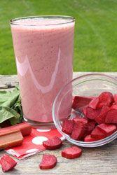 Smoothie Rhubarbe une délicieuse boisson acidulée et vitaminée servir bien frais