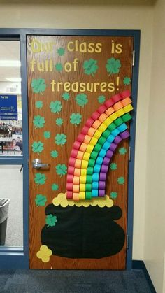 Patrick's day Classroom Door decoration ideas to keep the good luck flowing in - Hike n Dip - 30 St. Patrick's day Classroom Door decoration ideas to keep the good luck flowing in - Sant Patrick, St Patricks Day Crafts For Kids, St Patrick's Day Decorations, Classroom Door Decorations, Class Decoration Ideas, Decor Ideas, Board Decoration, St. Patricks Day, Teacher Doors