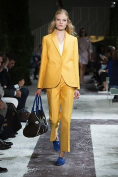 MMD S/S 2015 Tod's. See all fashion show at: http://www.bookmoda.com/?p=34407 #MMD #spring #summer #ss #fashionweek #catwalk #fashionshow #womansfashion #woman #fashion #style #look #collection #milan #tods @tods
