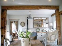 Gorgeous sunshine today #frenchfurniture #frenchmirrors #frenchtables #interiors xx