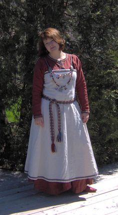 Norse female costume by ~Laerad on deviantART Artisan Crafts / Costumery©2007-2012 Underdress : rust colored linen with narrow braided trim. Aprondress : natural linen with narrow braided trim. Beadstrings with bone, glass, metal and horn beads, replica viking pendants and coins