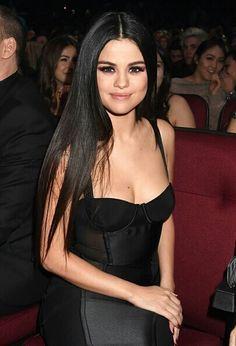 gomez Black Hair Selena Gomez on the Perfect Bikini Selena Gomez no biquini perfeito - Selena Gomez Gomez Bieber Grande Swift Selena Gomez Fashion, Fotos Selena Gomez, Selena Gomez Style, Selena Selena, Selena Gomez Long Hair, Selena Gomez Makeup, Selena Gomez Bikini, Marie Gomez, Celebs