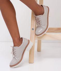 Sapato Feminino  Modelo: Oxford  Em verniz  Sola tratorada de 4cm