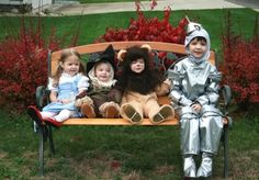 the-amazing-awkward-hilarious-halloween-costume-ideas-for-siblings  This is perfect for Mac, Tins, Coop, and Case!!