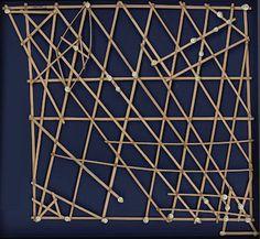 """Relevância 1 / Tags: arte, linhas / Descrição: obra de arte representanto linhas cruzadas """"Navigation Map""""."""