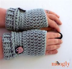 Ups and Downs Fingerless Gloves - CrochetMe