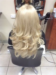 A soft curly blowdry …