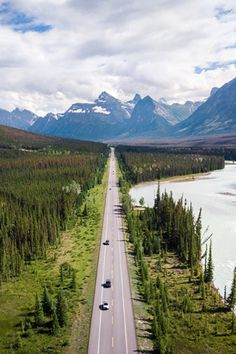 These breathtaking routes in Canada should make every road-tripper's bucket list. From Alberta to Quebec, through Ontario or British Columbia, discover kilometres of getaways and breathtaking expanses. Beautiful Places To Visit, Places To See, Nature Pictures, Travel Pictures, Road Trip, Visit Canada, Autumn Scenery, Destination Voyage, Canada Travel