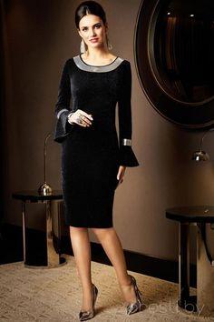 Moda anti-idade: Roupa preta sempre na moda ⋆ De Frente Para O Mar Anti-Aging-Mode: Schwarze Kleidung, immer in Mode Fashion Face, Hijab Fashion, Fashion Dresses, Elegant Dresses, Beautiful Dresses, Formal Dresses, Winter Mode, Mode Outfits, Chic Dress