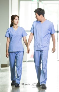 Doctors: Kim Rae Won and Park Shin Hye behind the scence PD note Drama Film, Drama Series, Doctors Korean Drama, Kim Rae Won, Romantic Doctor, Deep Photos, Cabinet Medical, Medical Wallpaper, Medicine Student