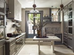 Cheap Home Decor Steven Gambrel Takes Us inside His Storied Projects - Introspective.Cheap Home Decor Steven Gambrel Takes Us inside His Storied Projects - Introspective Interior Modern, Interior Design Kitchen, Architectural Digest, Home Design, Masculine Kitchen, Masculine Style, Layout Design, Manhattan Kitchen, New York Homes