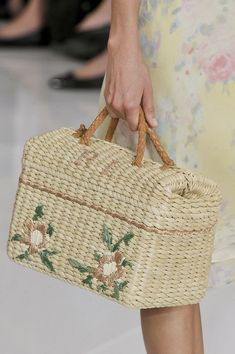 summer style : Straw Handbags and Purses My Bags, Purses And Bags, Straw Handbags, Stylish Handbags, Art Bag, Basket Bag, Summer Bags, Spring Summer, Baskets