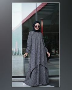 Image may contain: 1 person, standing Hijab Style Dress, Modest Fashion Hijab, Modern Hijab Fashion, Hijab Fashion Inspiration, Abaya Fashion, Skirt Fashion, Fashion Outfits, Muslim Women Fashion, Islamic Fashion