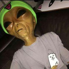 Aliens Guy, Aliens Meme, Alien Pictures, Alien Photos, Alien Aesthetic, Aesthetic Grunge, Photographie Street Art, Alien Drawings, Girl Life Hacks