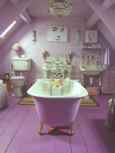 Radiant Orchid Interiors Inspired by Pantone's 2014 Color of the Year via Apartment Therapy. #laylagrayce #pantone #radiantorchid #bathroom