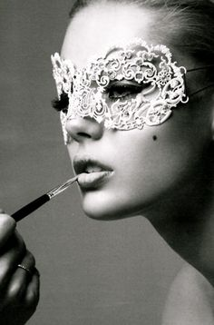 "A pretty metal lace mask. Previous pinner said, ""Frida Gustavsson"" Frida Gustavsson, Plum Pretty Sugar, Masquerade Party, Masquerade Masks, Masquerade Makeup, Mascarade Mask, Venetian Masquerade, Venetian Masks, Lace Mask"
