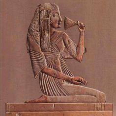 Allá en el viejo Egipto, existieron los grandes Misterios de la Gnosis.  Entonces, quien ingresaba a los Colegios Iniciáticos, después de haberse sometido a las pruebas más difíciles, recibía de labios a oído el secreto terrible del Gran Arcano.