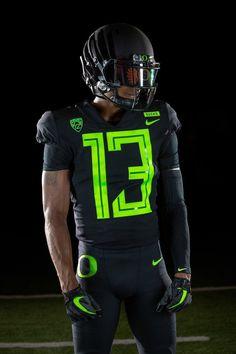Black w' Neon green lettering vs' Dan Jose St Football Usa, Oregon Ducks Football, Oklahoma Sooners Football, Football Jerseys, American Football, Football Helmets, College Football Uniforms, Sports Uniforms, Nike Looks