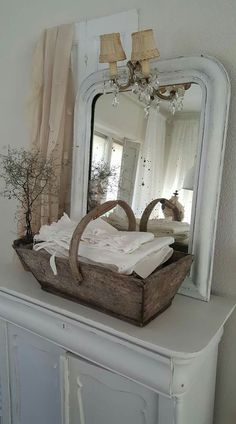 I adore the look of shabby chic home decorations as seen in this photo. I love vintage, rustic and modern yet trendy shabby chic decorative accents as they make a home beautiful. Cottage Style Decor, Shabby Chic Cottage, Shabby Chic Homes, Shabby Chic Style, Shabby Vintage, Vintage Decor, Shabby Chic Bedrooms, Shabby Chic Furniture, Painted Furniture