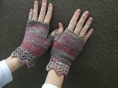 Pretty Wrist Warmers- Free Ravelry Pattern- Ely
