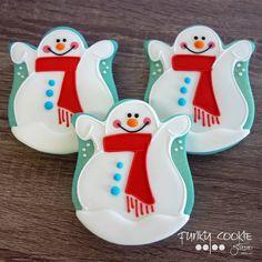 Playing in the snow! ... #funkycookiestudio #jillfcs #doorcounty #sisterbay #edibleart #cookieart #countrywalkshops #cookiesofinstagram #decoratedcookies #christmascookies #wintercookies #snowmancookies #playinginthesnow
