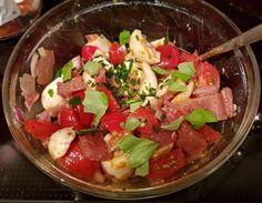 Tomaten-Mozzarella-Salat mit Ei und Lachsschinken, ein schmackhaftes Rezept aus der Kategorie Trennkost. Bewertungen: 2. Durchschnitt: Ø 3,8.