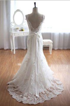 Elegant and Dreamy Wedding Trains   OneWed