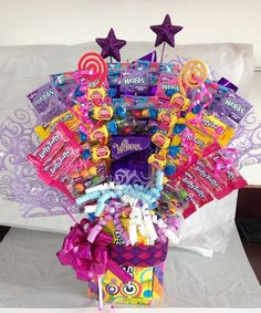 candy grams Learn how to make candy bouquets – Candy Bouquet Designs books. Start Candy Bouquet and Gift Basket Business or Do it for a hobby! Candy Boquets, Candy Bar Bouquet, Gift Bouquet, Candy Gift Baskets, Raffle Baskets, Candy Arrangements, Candy Trees, Christmas Gifts For Couples, Candy Boutique