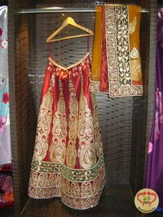 New Kolkata Designer Boutique Pratham Boasts of Exclusive Collection of Indian Wear : http://fashion.sholoanabangaliana.in/new-kolkata-designer-boutique-pratham-boasts-of-exclusive-collection-of-indian-wear/