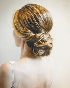 Finding just the right wedding hair for your wedding day is no small task but we're about to make things a little bit easier.From soft and romantic, to classic with modern twist these romantic wedding hairstyles with gorgeous details will inspire you,messy updo wedding hairstyle #weddinghairstylesupdo