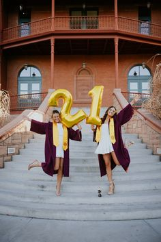 Arizona state university senior pictures graduation pics ideas with balloons and bestfriends College Senior Pictures, Grad Pictures, College Graduation Pictures, Graduation Picture Poses, Graduation Photoshoot, Grad Pics, Graduation Ideas, Senior Pics, Senior Pictures Balloons