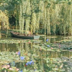 Monet's Garden trip report, travel tips and pictures! Monet's real life garden in Giverny, France is one of the treasures and most beautiful places of Europe and a great Paris side trip. A must-see for Monet, art and garden lovers. Photowall Ideas, Giverny France, Nature Aesthetic, Aesthetic Green, Claude Monet, Aesthetic Pictures, Mother Nature, Beautiful Places, Beautiful Fairies