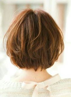Today, we are addressing the topic of short haircut and we are looking at a series of 20 short-cut women's crop ideas centered around the pixie and the square. These two types of short haircut are among the most popular… Continue Reading → Layered Bob Short, Short Hair With Layers, Short Hair Cuts For Women, Short Hairstyles For Women, Short Cuts, Layered Bobs, Short Layer Cut, Soft Layers, Medium Layered