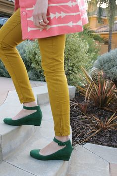 Green wedges, mustard skinny jeans. The wedges remind me of Ally's black ones from The Note Book!