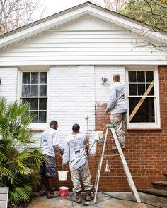 A brick fixer upper colonial house gets a limewashed brick exterior makeover using Romabio Classico Limewash in Bianco White. Colonial Exterior, Ranch Exterior, Bungalow Exterior, Exterior Remodel, Exterior House Colors, Cafe Exterior, Exterior Signage, Building Exterior, Exterior Lighting