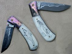 Foto: Tony Metsala custom folder with San Mai steel blade and mosaic damascus bolster all made by Tony. Scrimmed on ivory both sides by me. Collector Knives, Neck Bones, Custom Folders, Damascus Blade, Knife Art, Knife Handles, Cold Steel, Custom Knives, Knives And Swords