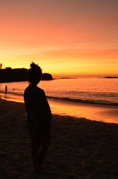Gratidão Cute Beach Pictures, Sunset Pictures, Beach Photos, Cool Photos, Beautiful Pictures, Silhouette Photography, Summer Photography, Girl Photography Poses, Tres Belle Photo