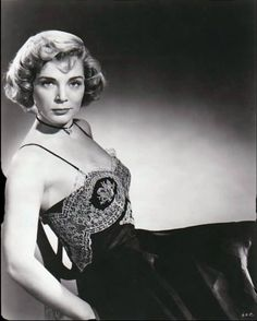 Lizabeth Virginia Scott (1922-2015) Old Hollywood Movies, Vintage Hollywood, Hollywood Actresses, Classic Hollywood, Lizabeth Scott, Celebrities Who Died, Janet Leigh, Most Beautiful Faces, Iconic Movies