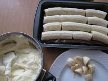Banánové krémové rezy s tvarohom • Recept | svetvomne.sk Rum, Icing, Dairy, Cheese, Food, Basket, Hoods, Meals, Rome
