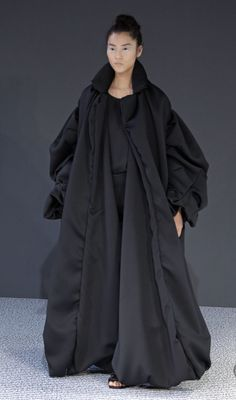 Soft Volume - long robe coat with oversized sleeves and voluminous shape; sculptural fashion // Viktor and Rolf