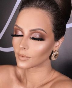 46 Amazing Party Makeup Looks to Try this Holiday Season Holiday makeup looks; promo makeup looks; wedding makeup looks; makeup looks for brown eyes; glam makeup looks. Holiday makeup looks; new ideas for weddingWedding makeup looks for Wedding Makeup Tips, Bride Makeup, Prom Makeup, Wedding Hair And Makeup, Hair Makeup, Makeup Quiz, Makeup Monolid, Bridal Eye Makeup, Eyeliner Makeup