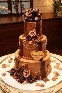 プレゼントのような大きなチョコリボンがかわいい!濃厚チョコレートのウェディングケーキ❤︎