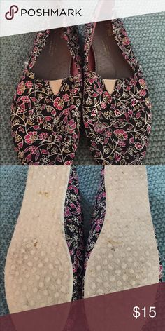 Toms, floral print - Size 7 Price Reduced for 24 Hours Only!!! Add to a bundle to save even more! Floral pattern, only worn once or twice! Toms Shoes Flats & Loafers