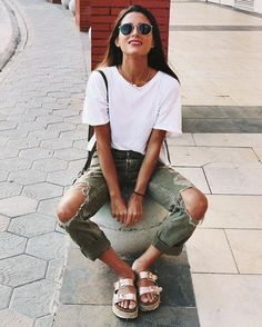 30 Street Style Looks Your Wardrobe Needs This Spring - Awesome Outfits - Outfit Trends Today Casual Outfits For Teens, Summer School Outfits, College Outfits, Casual Ootd, Outfit Summer, Winter Outfits, Simple Outfits, Outfits For The Movies, Stylish Outfits