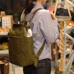 suolo(スオーロ)NAPPASAC カーキ。土いじりのきっかけとなる道具としての鞄をコンセプトとして生まれたバッグ。