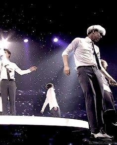Exo 's body wave of death *__* ~ Moonlight performance Gif