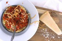 Snelle pasta bolognese. Super lekker, vol groenten en snel klaar! #diner #recept #chickslovefood