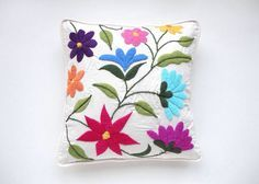 Catalina A Blanco Boutique & Deco Hand Embroidery Flowers, Machine Embroidery Applique, Embroidery Needles, Crewel Embroidery, Embroidered Flowers, Embroidery Patterns, Mexican Rug, Mexican Embroidery, Fabric Painting