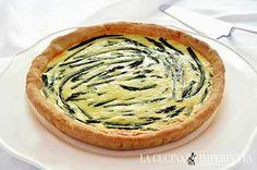 QUICHE AGLI ASPARAGI  La quiche agli asparagi è un delizioso antipasto di stagione. La ricetta è quella di una classica quiche con un friabile guscio di pasta brisè e un ripieno morbido e saporito arricchito dalla bontà degli asparagi. Servite la quiche agli asparagi tiepida e farete un figurone! Continua a leggere: http://www.lacucinaimperfetta.com/2015/05/quiche-agli-asparagi.html  #lacucinaimperfetta #ricette #recipes #quiche #asparagi