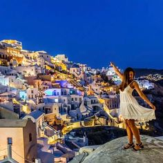 Exploring Santorini ❤  .  .  📷@kiwisoffcourse